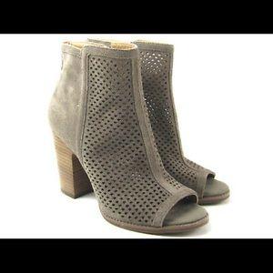 Lucky Brand NWOB peep toe suede booties sz 9